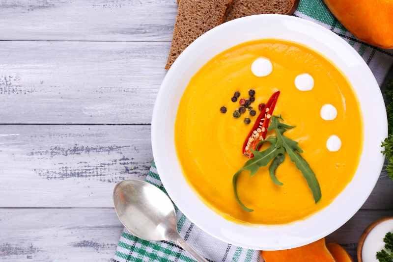 Zupa z blendera stojącego