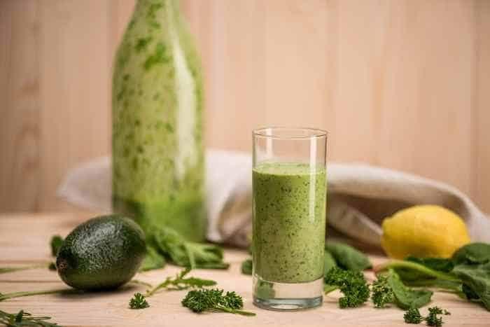 Zielone smoothie zrobione dobrym blenderem